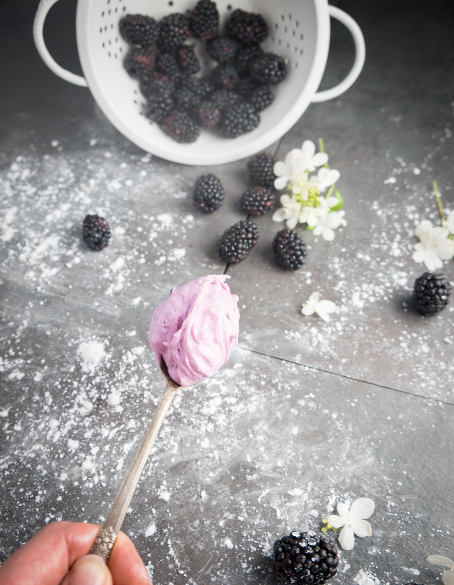 boozy-blackberry-honey-frosting