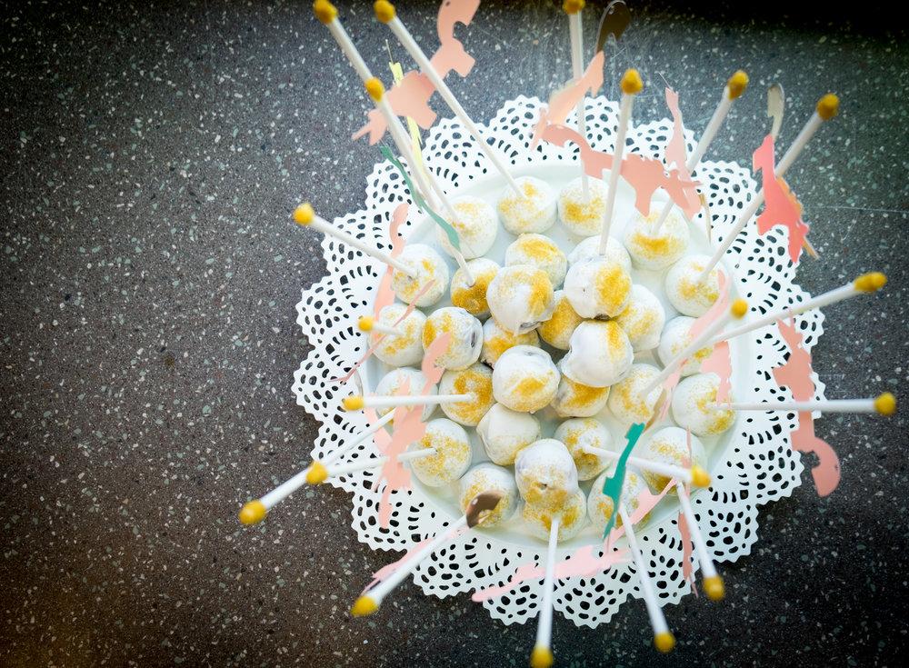 carnival-birthday-carousel-cake-pops
