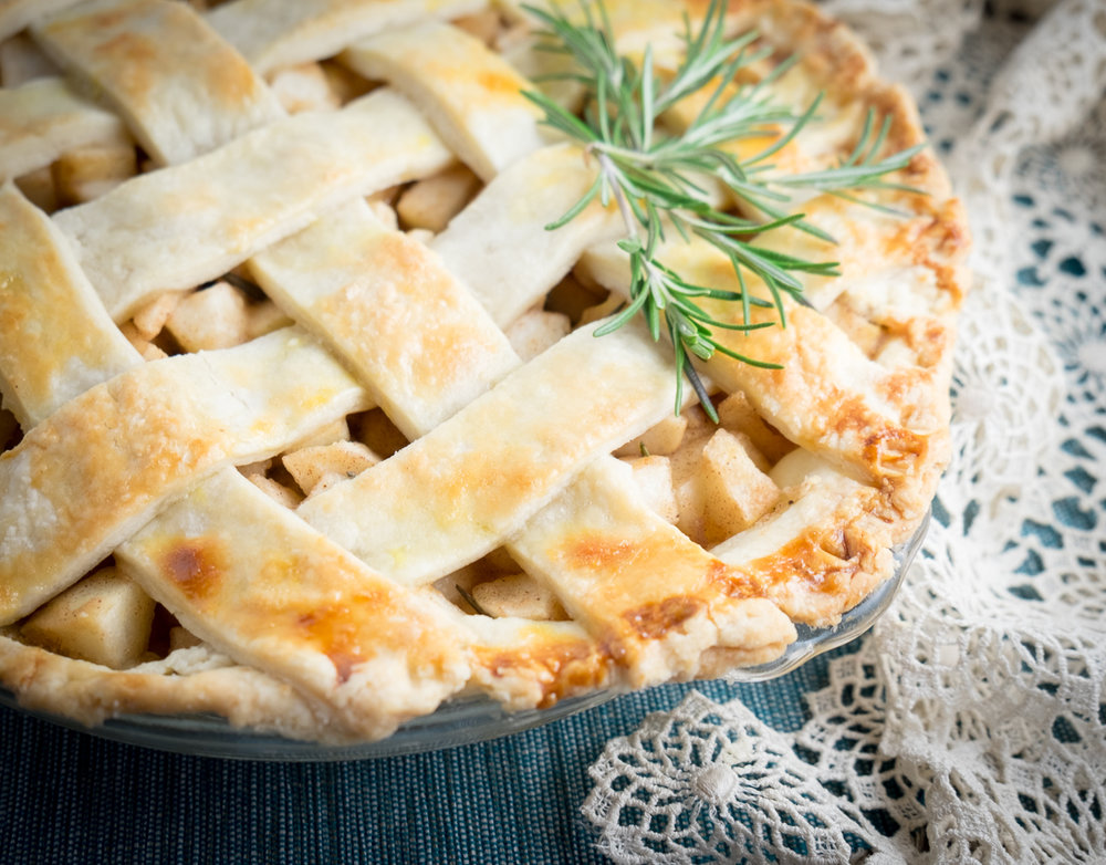 thanksgiving-pear-pie-foodie-menu