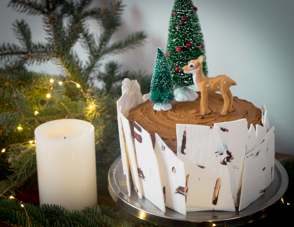 winterbirch-cake-christmas-holiday-party-into the woods