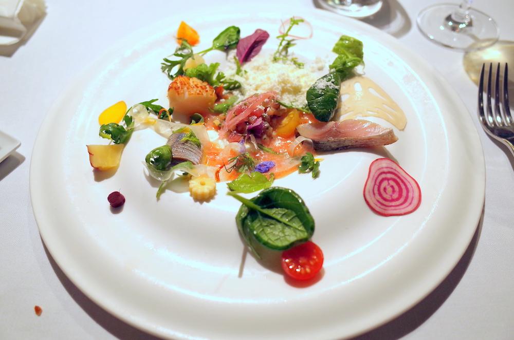 高級餐飲講究視覺與味覺的協調,擺盤是評價中很重要的一環。