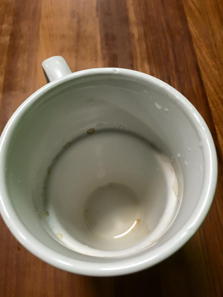 像咖啡杯這樣不易清洗的餐具容易造成污漬殘留,而帶給顧客不佳的觀感。
