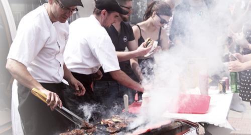 廚房內的油煙不僅會造成餐廳內用餐客人的觀感不佳,長期下來更可能影響員工的健康。