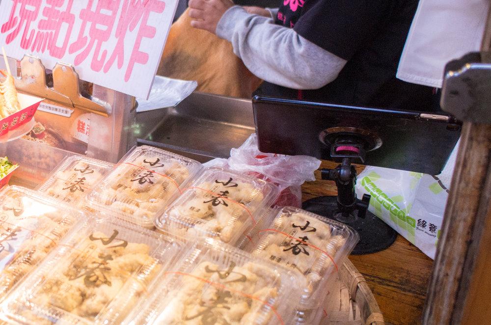 羅東夜市知名攤販「小春糕渣」用一台 iPad 搞定點餐、號碼單、廚房出單及收據