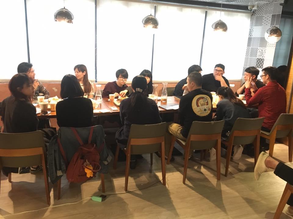 小聚時大家積極著分享自己的經驗與其他餐飲業者討論交流。