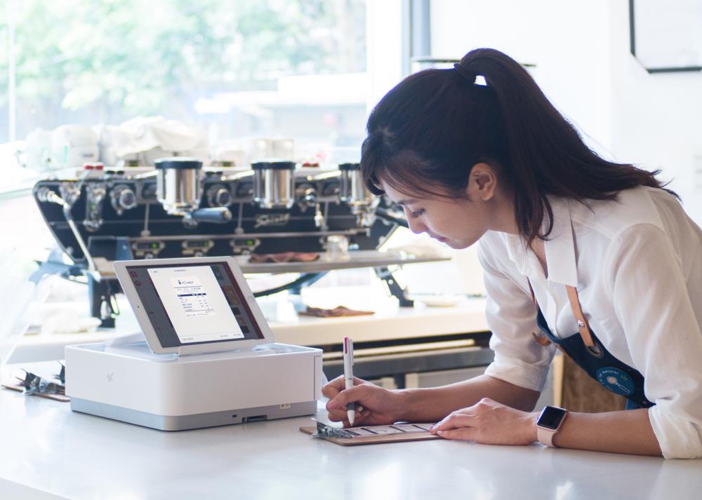 小餐廳也能擁有企業級的餐飲管理系統,iCHEF POS點餐系統提供各種智慧型分析工具,讓餐廳老闆不用自己解讀各種餐廳數據,隨時隨地都能透過手機、平板或電腦看到完整報表。