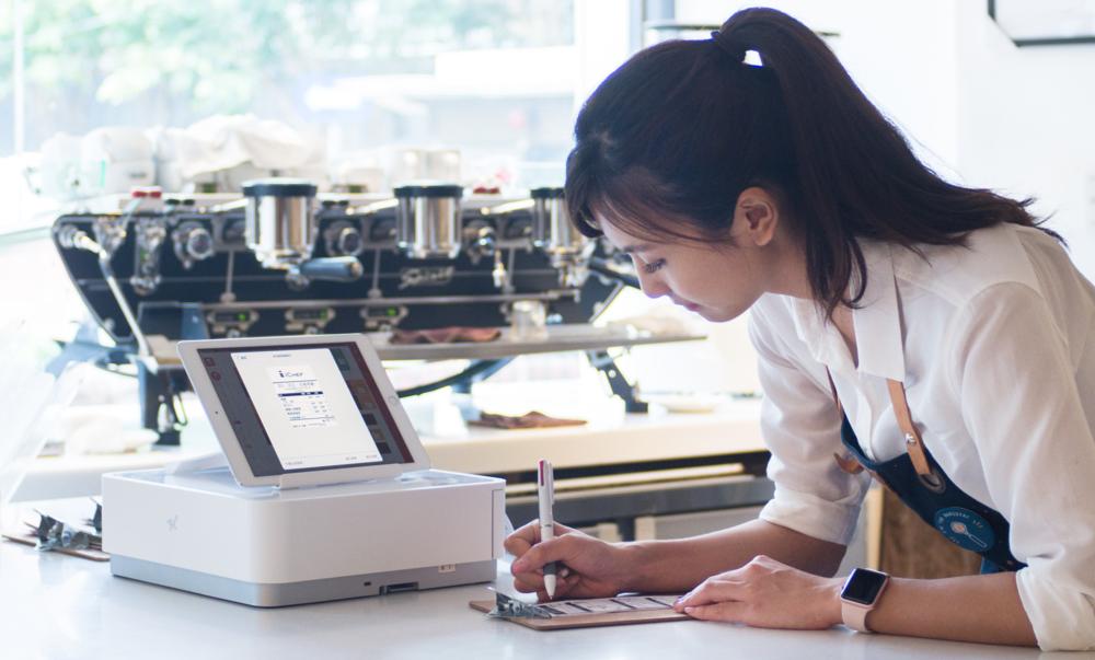 小餐廳也能擁有企業級的 餐飲管理系統 , iCHEF POS點餐系統 提供各種智慧型分析工具,讓餐廳老闆不用自己解讀各種餐廳數據,隨時隨地都能透過手機、平板或電腦看到完整報表。
