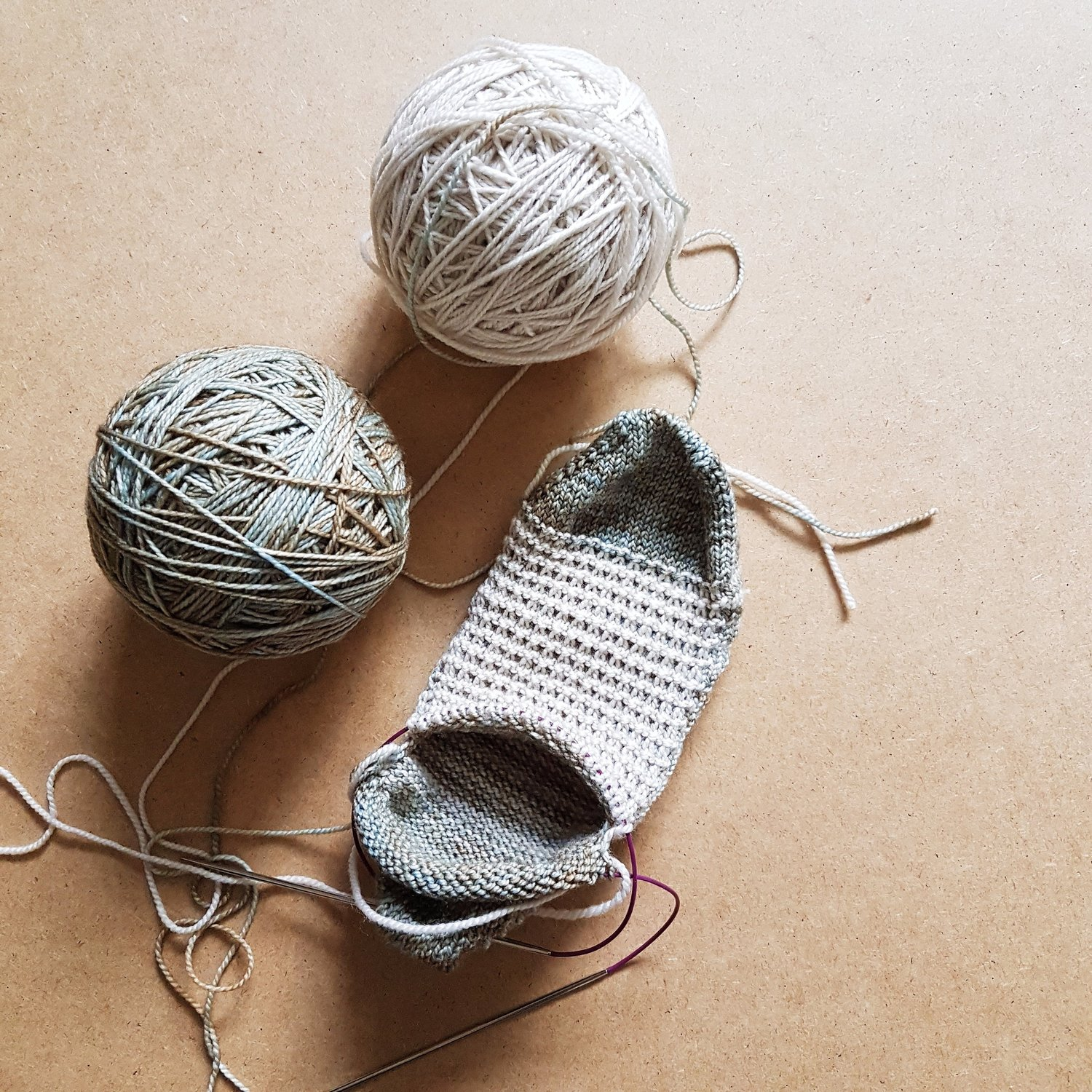 df7cb3b8056f2b How to Knit in the Round Using Magic Loop