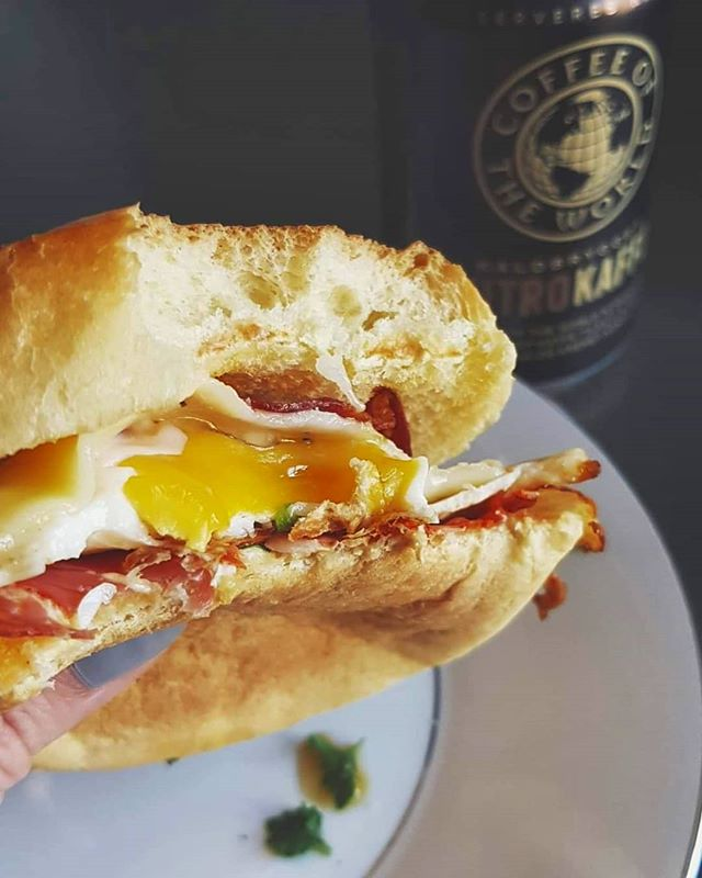 May your Friday be filled with runny yolks, spicy chorizo, fluffy brioche buns, strong coffee, and even stronger house cocktails 😉🙏 #ericsteincooks