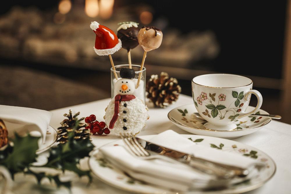 Hyatt-Churchill-Festive-Afternoon-Tea-Cake-Pops.JPG
