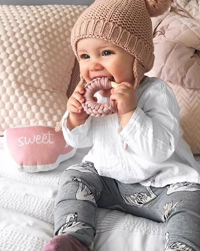A sweet cuppa and some nibbles for baby and whilst we are on that topic, I am starting the weekend early. Not with tea and a teether but with a glass of fizz and a shed load of crisps. It has been one of those weeks, so let's crack it open! Thanks for the gorgeous piccie @oliver_lottie_and_me 😍 #sweetbabygirl #nibbling #modernbaby