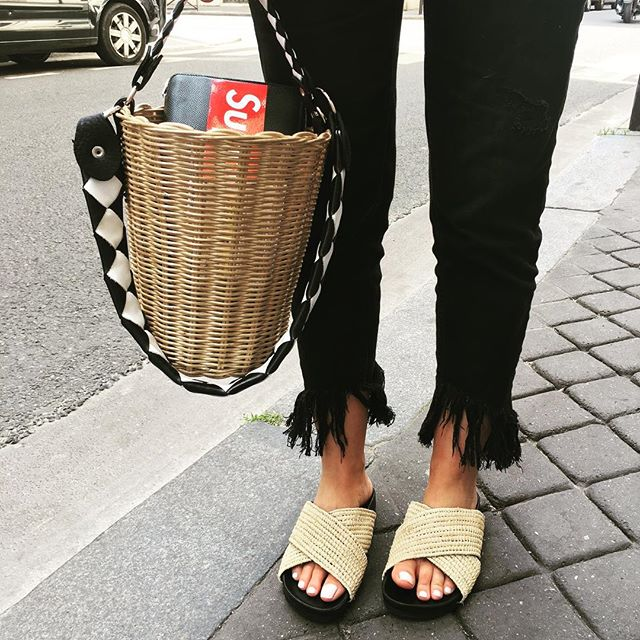 RAINBOWLINK.  New raphia shoes  New wicker basket  #rainbowlink #wickerbasket #raphiashoes #byrainbowlink #handlebags #newin #supreme #nobodywantthefakeone 😎😎😎😎😎