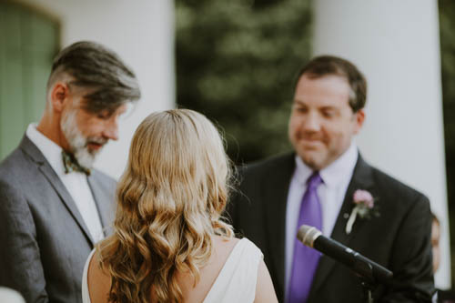 Loving gazes during the ceremony