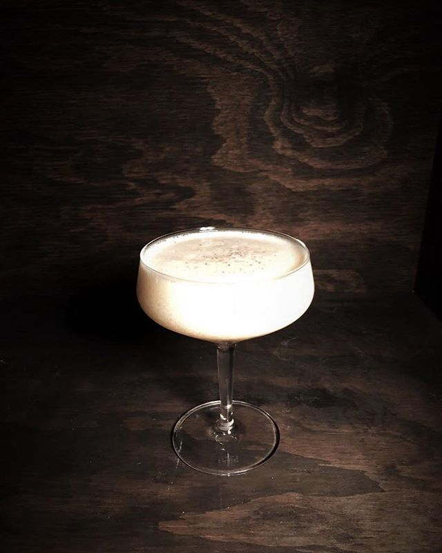 Tomorrow we will be toasting to our last CHALAIT service with one of our freshly shaken or stirred dairy based cocktails 🥛. There are still a few tables available so come celebrate with us! What's your choice? Buttermilk margarita, milk washed orange vodka and prosecco or our non-alcoholic 'milky ginger' made with yoghurt and camomile syrup. Shluuuuurp 😋