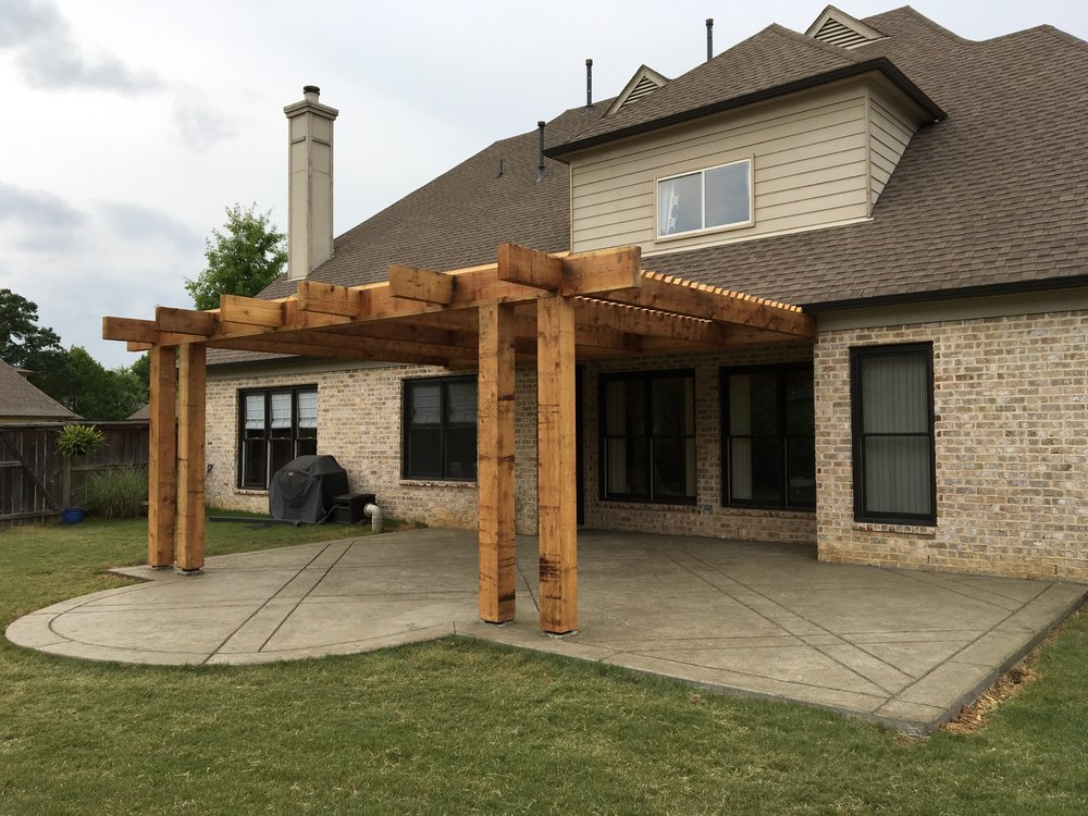 Modern Up-Sized Post Pergola Our customer specifically requested this modern design. They showed us a picture of the up-sized posts and rafters, and we were able to deliver exactly what they wanted.