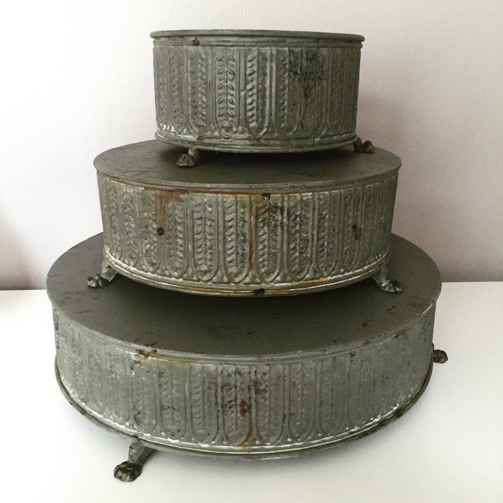 ASSORTED METAL DESSERT STANDS