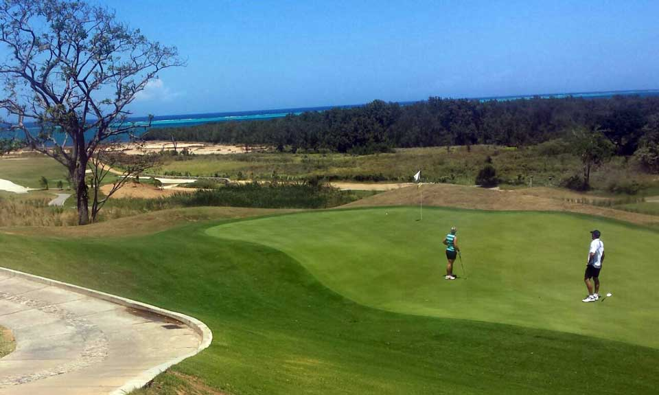 The black pearl golf course roatan honduras