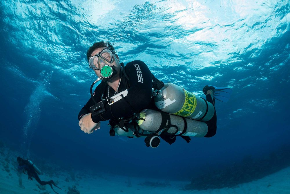 Instructor using sidemount