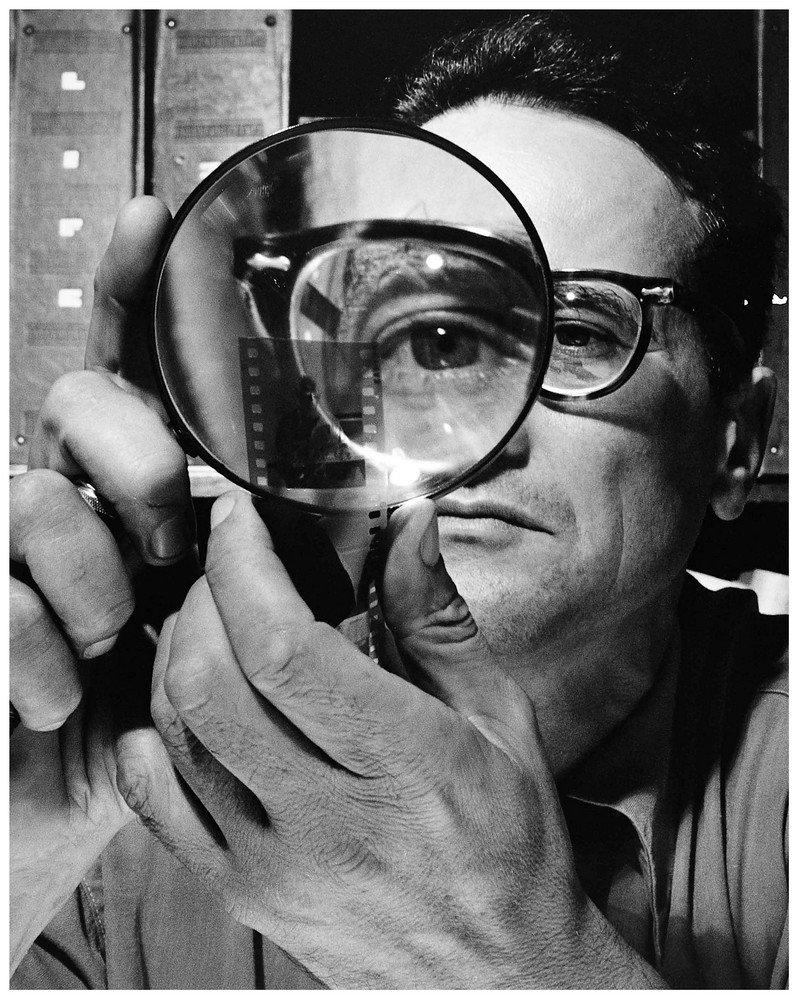 Andreas Feininger Andreas (Bernhard Lyonel) Feininger (Francia 1906 - EE.UU 1999), fotógrafo y fotoperiodista para la revista Life sobre técnica fotográfica estadounidense. Fue conocido por sus escenas dinámicas de Manhattan en blanco y negro y por su estudio de estructuras de objetos naturales.