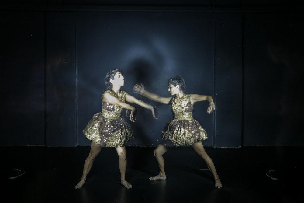 Bailando en la Oscuridad - Workshop de teatro y fotografía con largas exposiciones