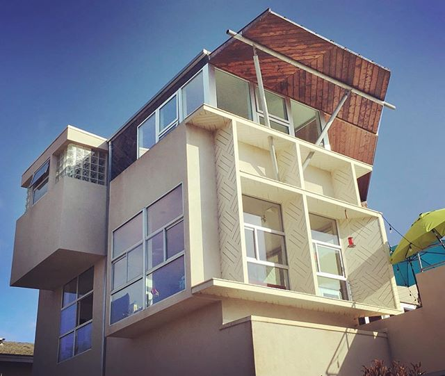 Good morning beach house  #MAS #MASmodern #ModernArchitectureServices #realestate #sandiego #sandiegoarchitecture #sandiegorealestate #modernarchitecture #modernarchitect #architects #aia #sdaia #architecturemagazine #sandiegoarchitects #architecture #architecturephoto #architecturalphotography #architecturelovers #pointloma #pointlomarealestate #pointlomahomes #sunsetcliffs #sunsetcliffssandiego #beachhouse #beachhome #beachdecor