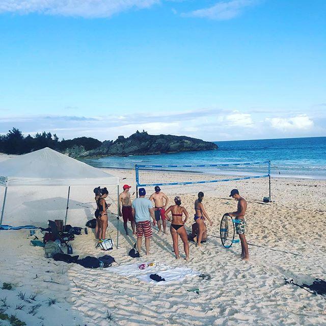 Who wants to get in a game?! #canilivehere #letsgoooo #volleyballorbust #bermudianbeachvolleyball #horseshoebay #jbvb #beachvolleyball #conditionswerebetterthanok