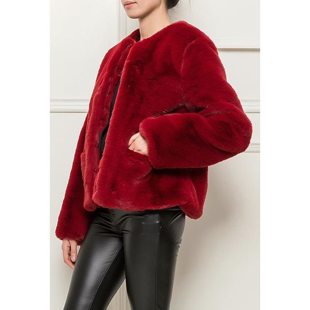 Brrrr it's cold today ... time for that cuddly fur jacket ... soft deep red . 20% off . #fauxfur #luxury #warm #instorenow #christmastreat #wecanpost