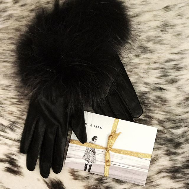 The Perfect Gift . Don't stress #chooseyourown #treatyourself #giftideas #giftvoucher #leathergloves #instorenow #wecanpost #christmastreat #salcombe #tellthemnow