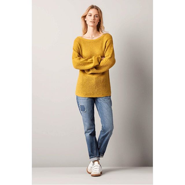 We love Ochre and we love knits. #nowinsale #springcolour #greatwithjeans #slouchyknit #salcombe #openallweekend #wecanpost #instorenow