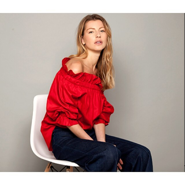 Valentines outfit or just love a flash of red #loveablouse #instorenow #wecanpost #salcombe #openallweekend #treatyourself #turnheads