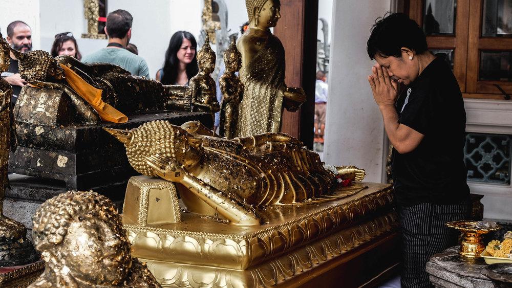 Woman and Lying Buddha.jpg