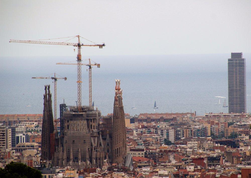 Park view of La Sagrada Familia