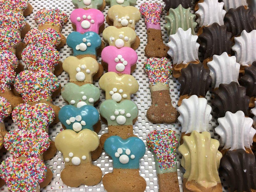 colored-bone-treats-2.JPG