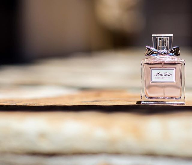 What are the small details you want to remember from your wedding day? Perhaps your perfume is on the list. We love this delicate photo. #umbrellandco #umbrellaevents #umbrellaexperience #perfume #missdior