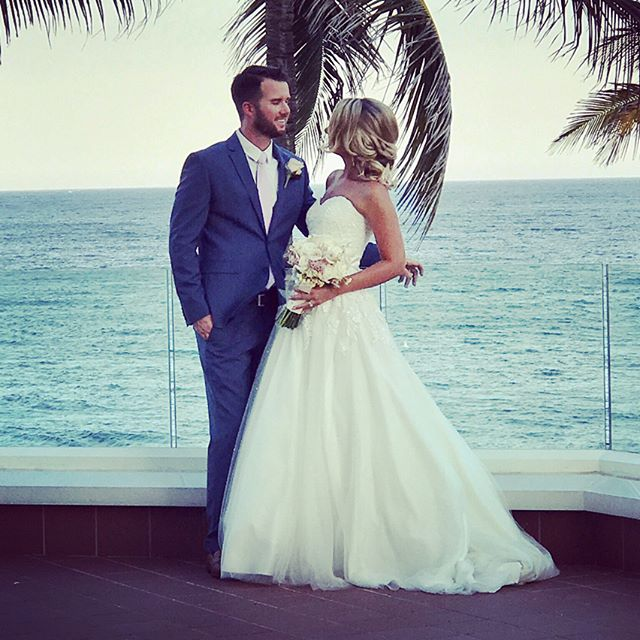 Congratulations Michael and Vendulka on your wedding day! It was a pleasure to create a sun and sea filled Umbrella Experience for you and your guests. #umbrellandco #floridaweddings #floridabride #happyeverafter #eventplanning #weddingplanners #loveisintheair💕 💍👰🏼🤵🏻🌞🌊✨🌂