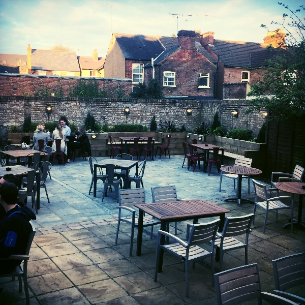The Crown | 144 - 146 Hatfield Road, St Albans, Herts, AL1 4JA | 01727853347 | Beer Garden