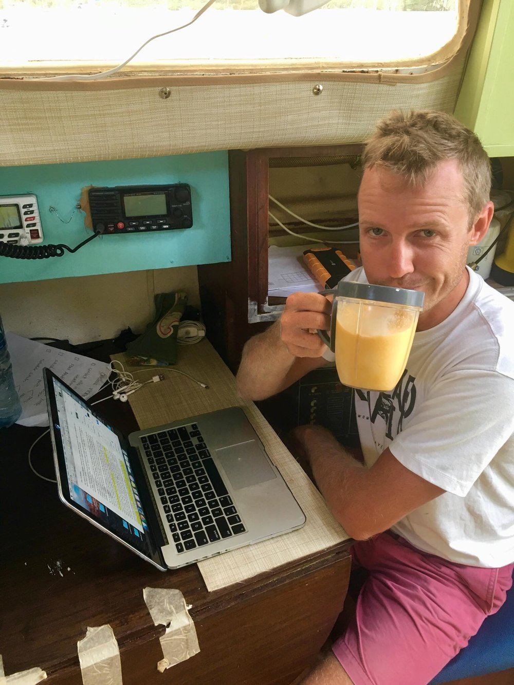 Liveaboard Day 106 - 108: New Haircut, Meeting Local People and our Daily Routine 🙏
