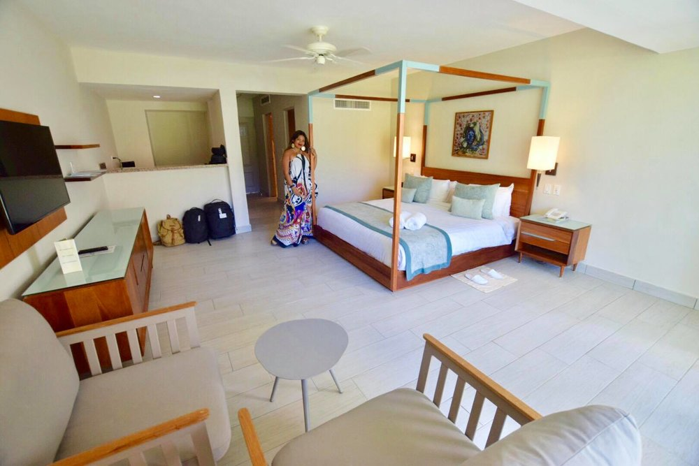 Liveaboard Life Day 259: Staycation in Atmosphere Adults Only Resort & Beach Club 😍