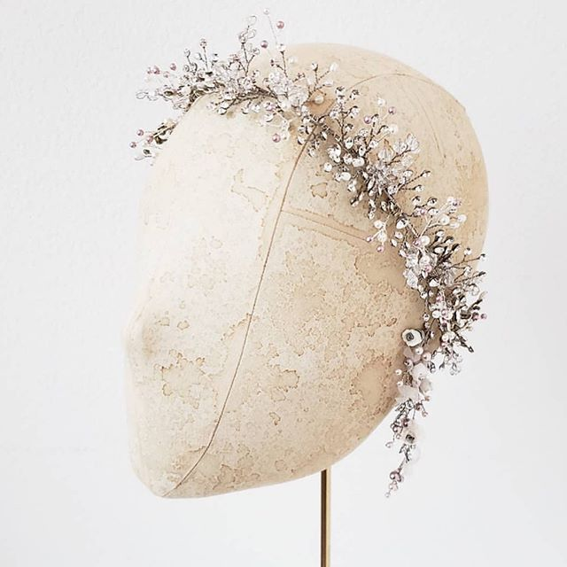 This headpiece is everything! Go follow @twigsandhoney for more bridal adornment and accessory eye candy!