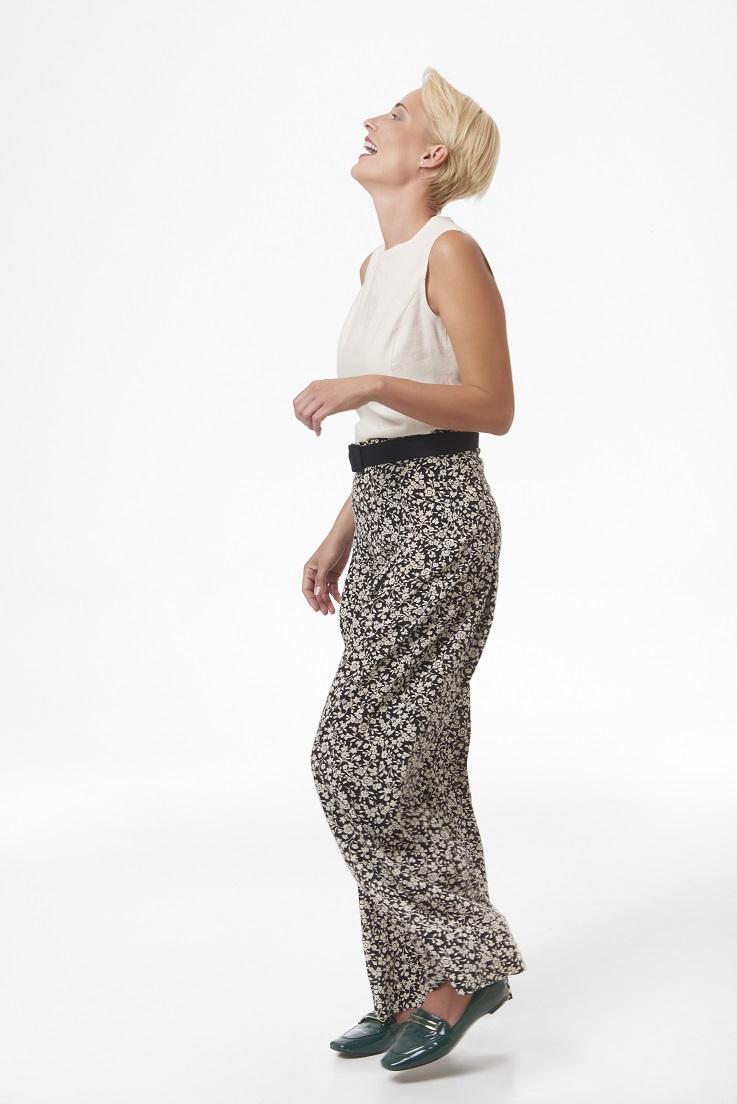 Floral+wide+leg+pants+and+linen+shell,+full+length.jpg