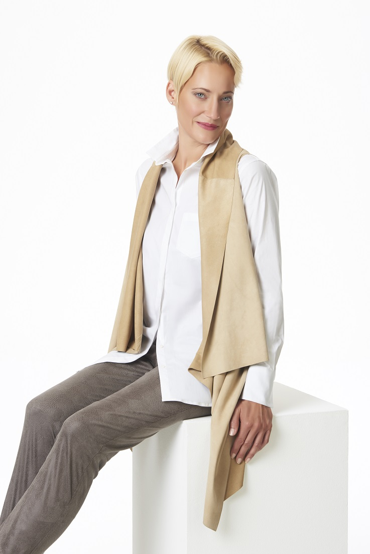 Long+suede+vest+with+white+button+down+-+Copy.jpg
