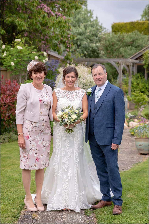 Julia_toms_chichester_wedding_photographer_006.jpg