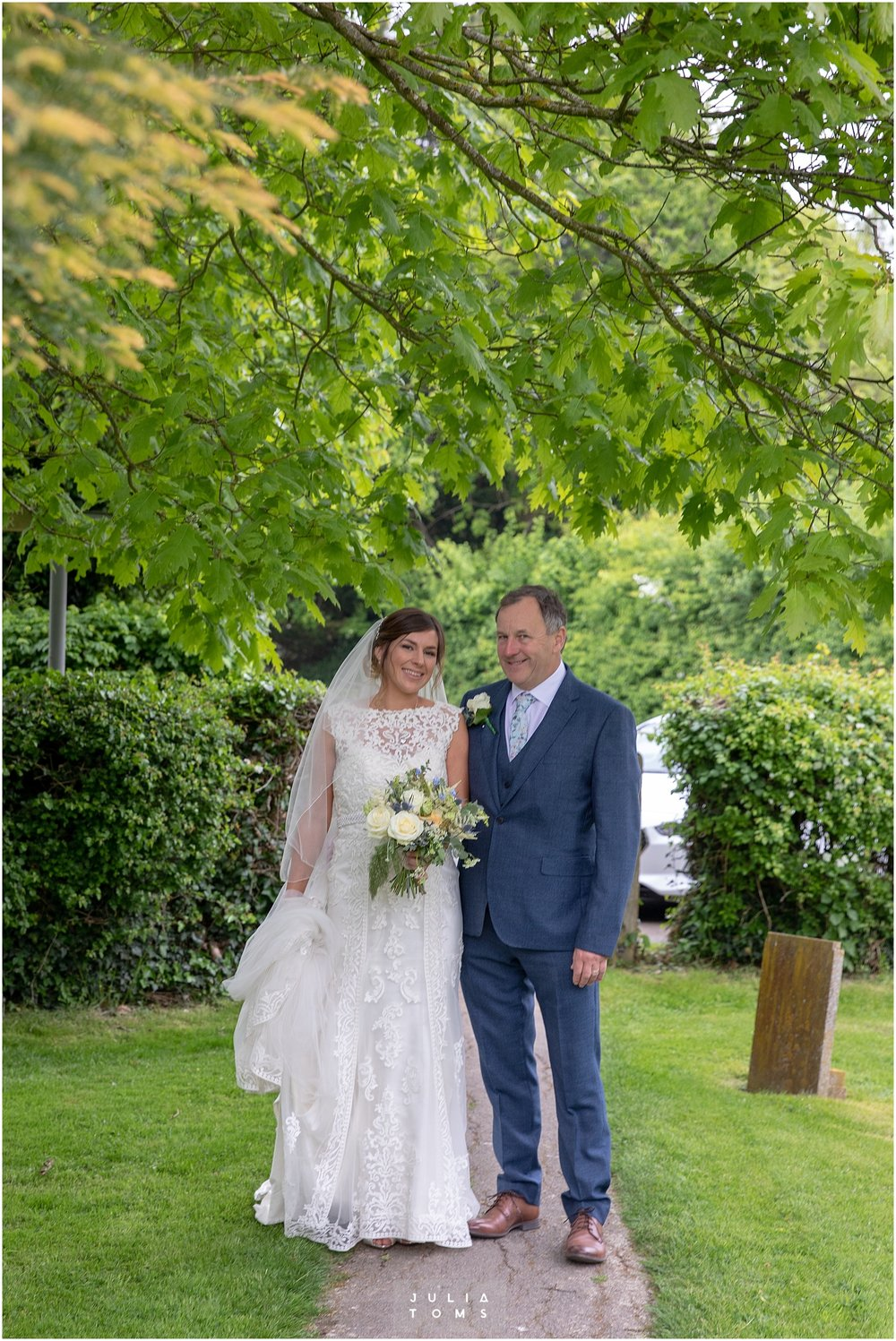 Julia_toms_chichester_wedding_photographer_008.jpg