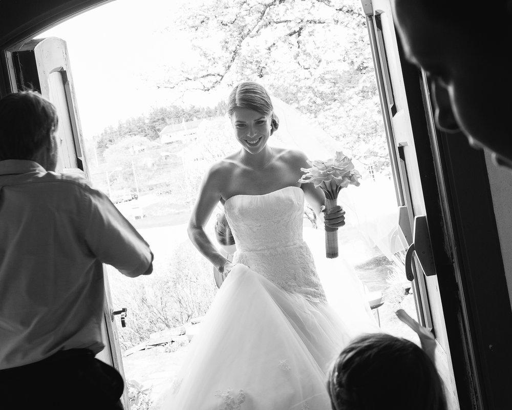 05_ankomst_bryllupsfotograf_hovaag_kirke.jpg