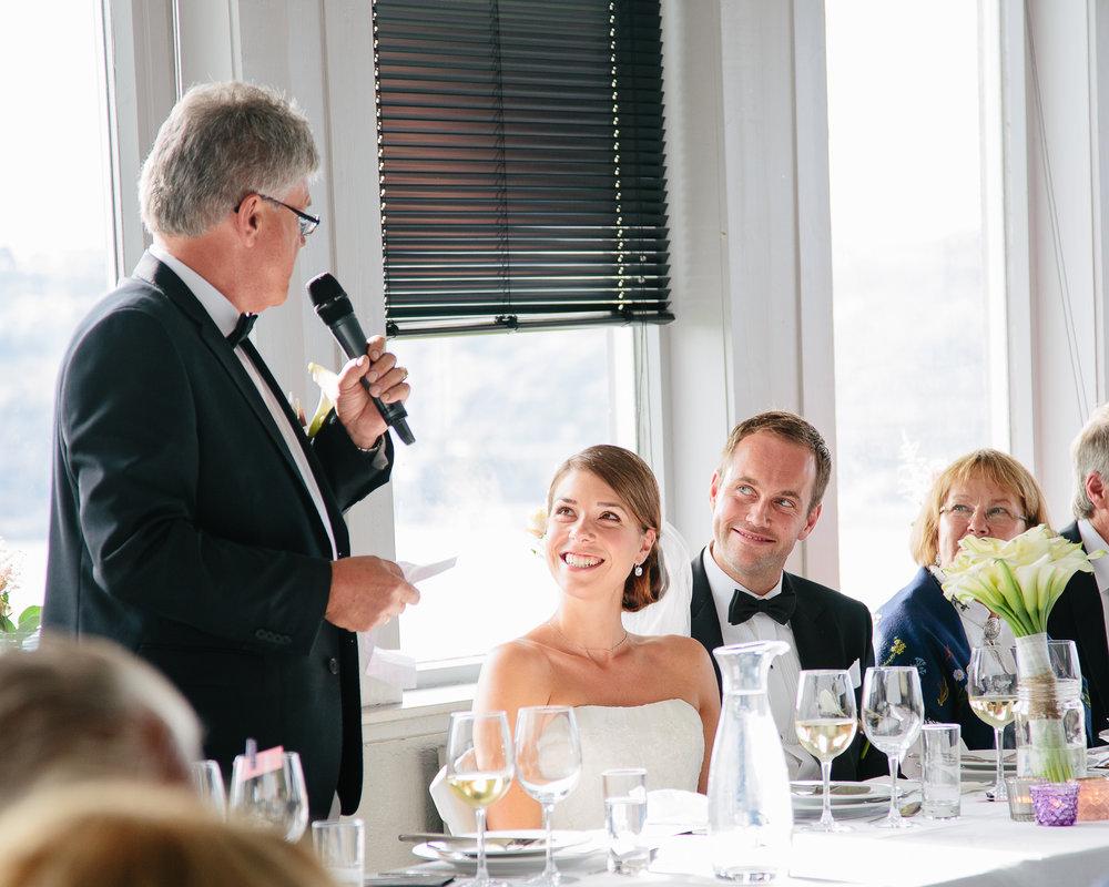 22_bryllupsfotograf_heldagsfotografering_brudens_far.jpg