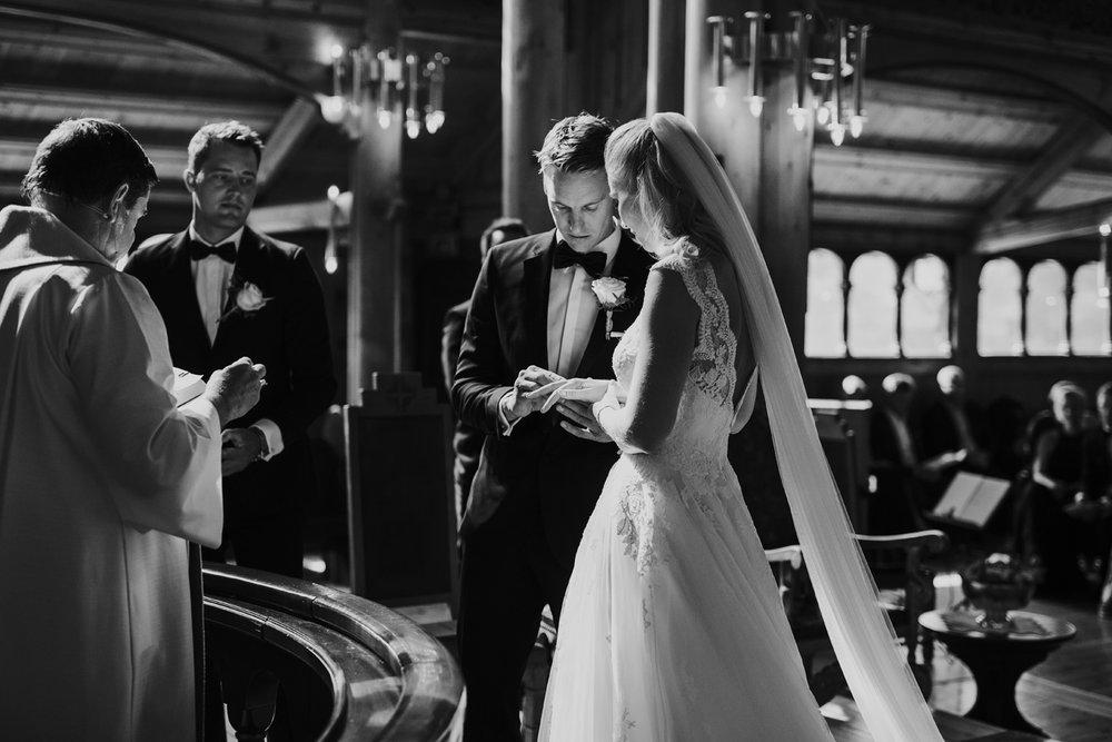 015-bryllupsfotograf-holmenkollen-kapell-lysebu-tone-tvedt.jpg