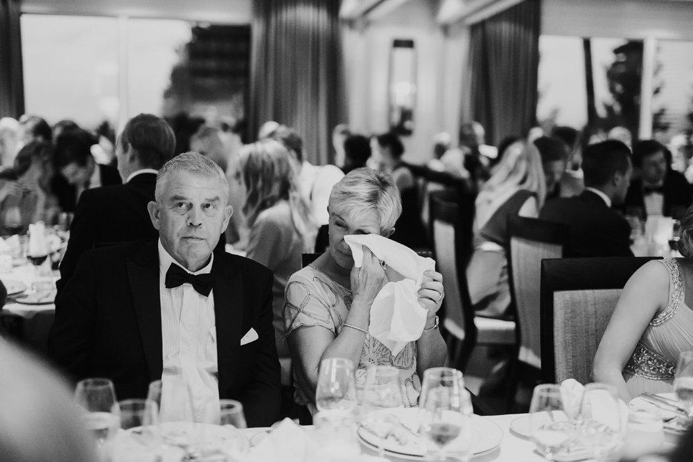 087-bryllupsfotograf-holmenkollen-kapell-lysebu-tone-tvedt.jpg