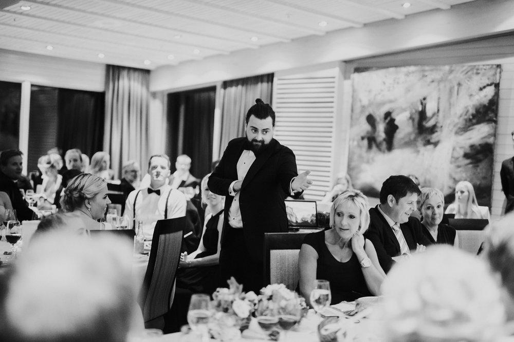 096-bryllupsfotograf-holmenkollen-kapell-lysebu-tone-tvedt.jpg