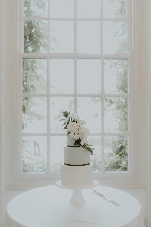 simple-elegant-wedding-cake-goldney-hall