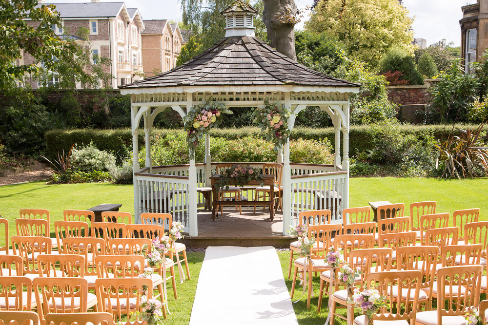 mansion-house-gazebo-ceremony-the-planning-lounge